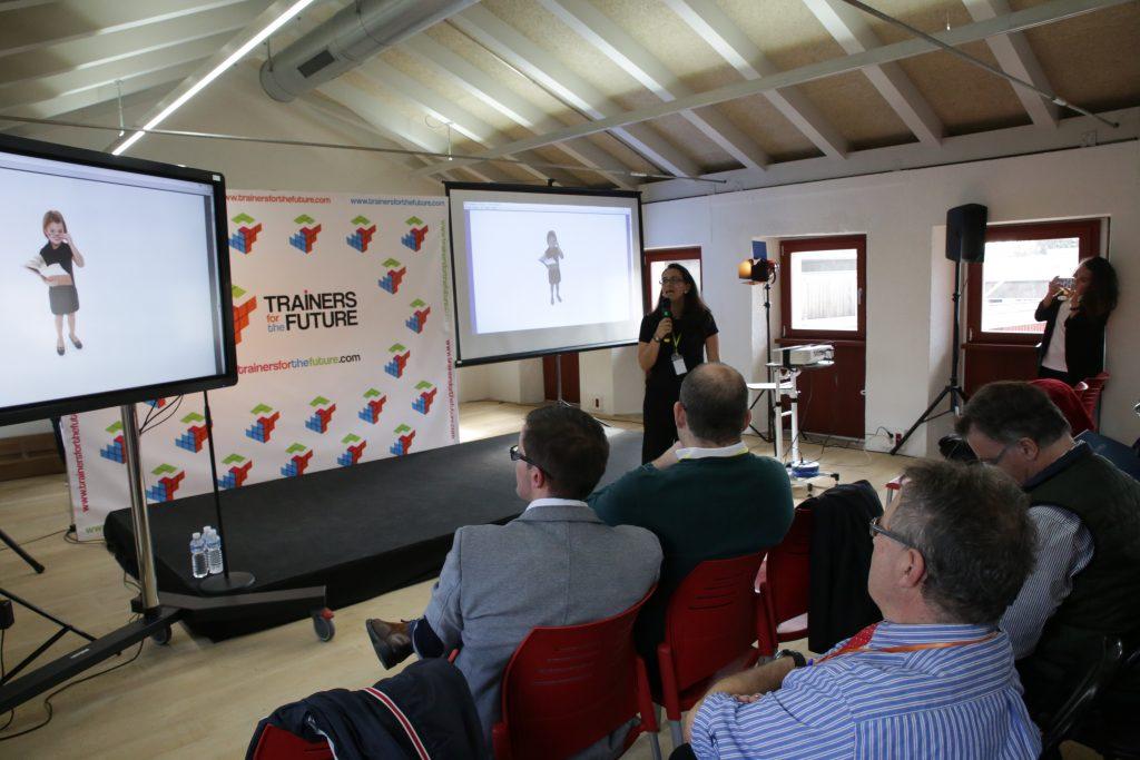Elia Barahona de classonlive explicando sus estrategias para Teleformación